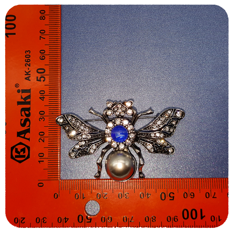Luxury Design of Retro Style Queen Bee Brooch Pin Unique Women Party Anniversary Jewelry Gift in Brooches from Jewelry Accessories