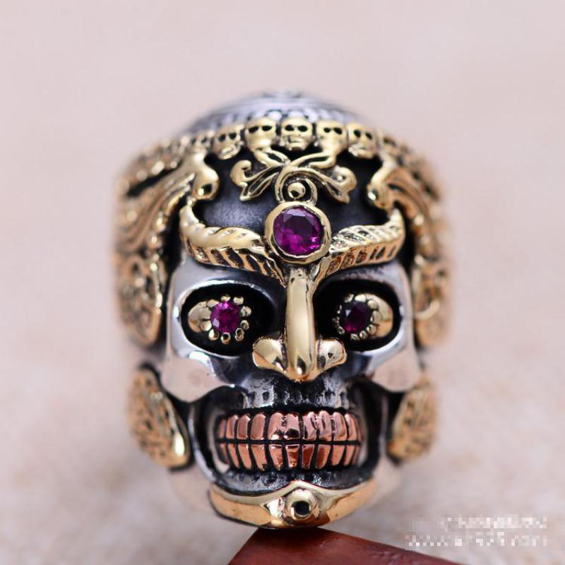 حقيقي الصلبة 925 فضة كبير خاتم على شكل جمجمة للرجال الذهب الأصفر اللون خمر القوطية الشرير التايلاندية خاتم فضة معبد الأحمر العقيق-في خواتم من الإكسسوارات والجواهر على  مجموعة 3