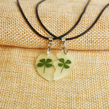 Clover Luminous Couple Necklace 2pcs Heart Shape Pendant Necklace Glowing In The Dark Lovers Jewelry Long Chain
