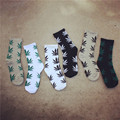 2017 New Spring Men's Casual Socks Fashion Maple Leaf Print Soft Cotton Socks Long Skateboard Socks