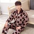 Otoño Invierno de Los nuevos Hombres de gama Alta de la solapa de Botón Cardigan patrón reticular de manga larga Engrosamiento Franela pijamas Hogar cálido ropa