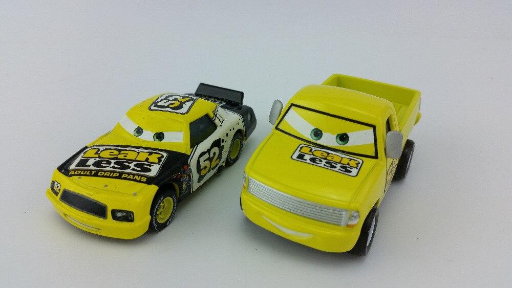 Disney Pixar Cars No.52 Leak Less Pickup & Car 1:55