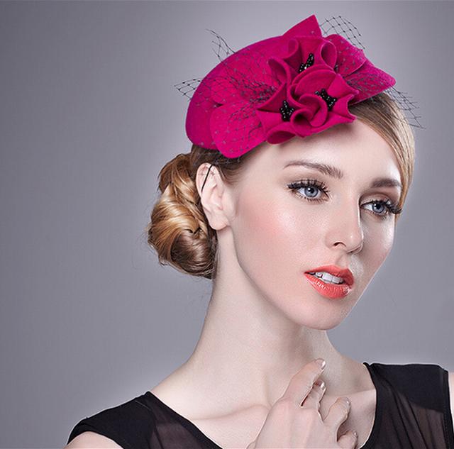 2017 Bridal Cocar Chapéu Materiais Artesanais Envio Gratuito de Lady Cabeça Enfeites de Cabelo Chapéu Vermelho Casado Jantar Decoração de Flores