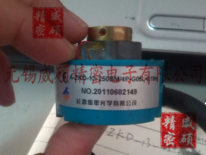 Changchun Yu Heng optical encoder A-ZKD-13d-250BM / 4P-G05L-0.19M servo motor encoder new original
