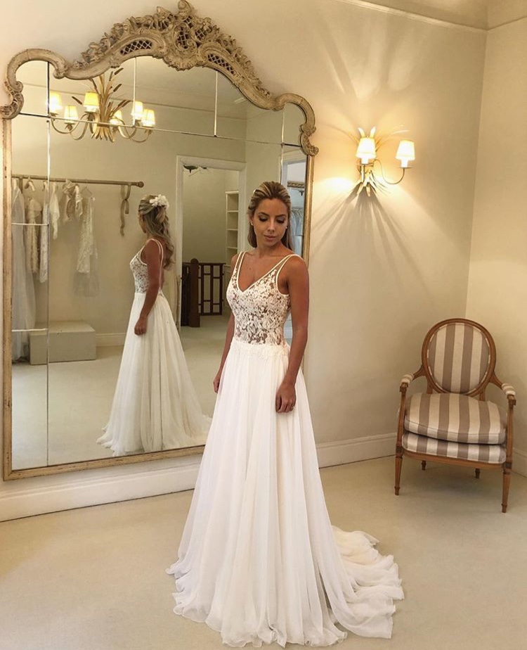 Illusion V neck Chiffon Beach Wedding Dress Garden Dresses For Wedding Sleeveless Sexy Backless Appliqued Western
