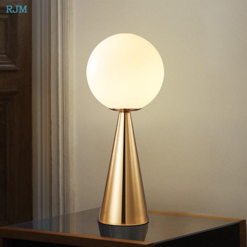 Nordique créatif coréen fer Art lampe de Table personnalité Protection des yeux LED de lecture lampe de bureau étude bureau chambre lampe de chevet