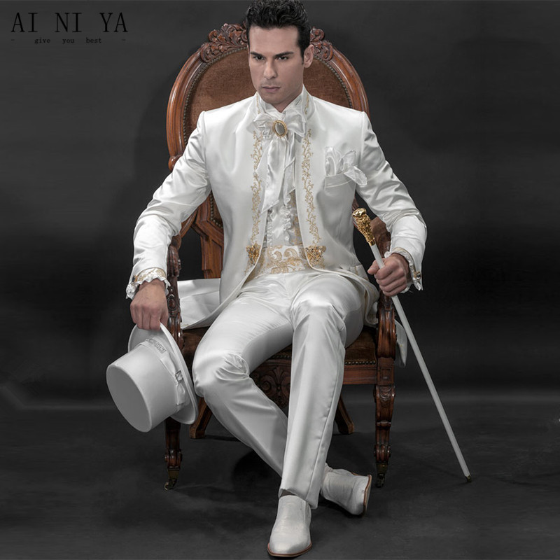 2018 New Groom Suit White Wedding Suit Bridegroom Gold lace embroidery Suits