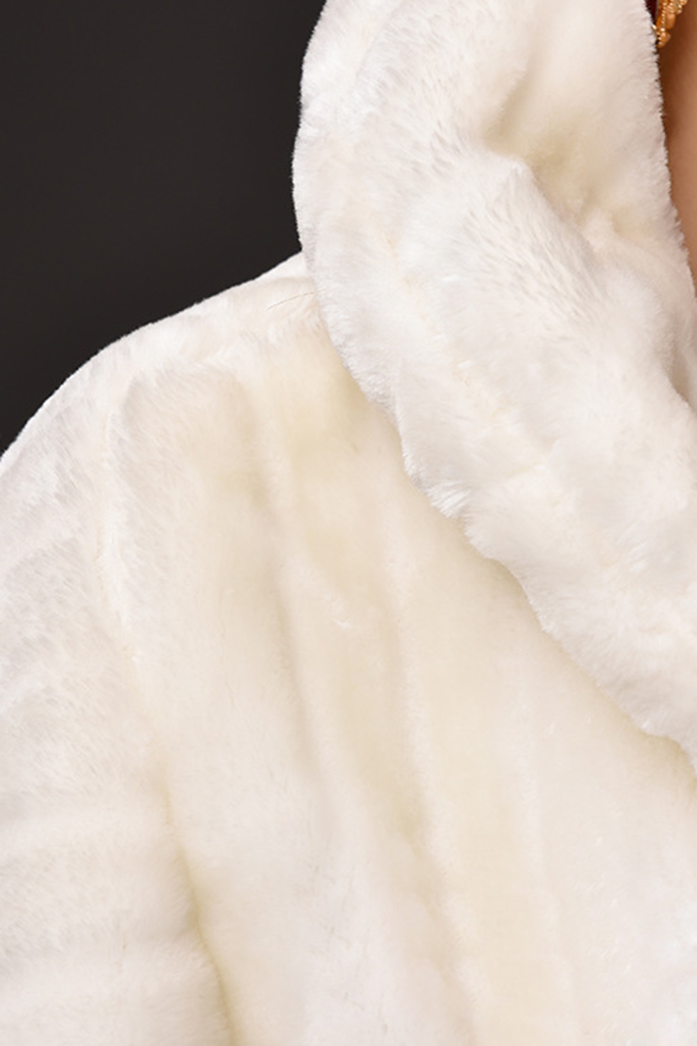 Купить с кэшбэком Hot Sale MisShow Ivory Faux Fur Wedding Accessories 2018 Jacket Bridal Winter Warm Bride Wrap Shawl Cape Short Coat Real Picture