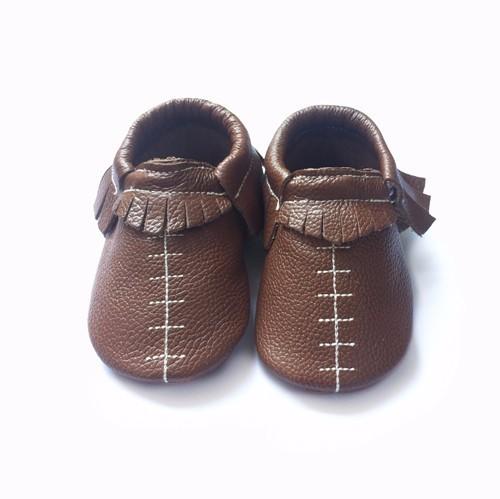 Venta caliente Nuevo diseño de color marrón suave suela bebé mocasines zapatos de bebé de cuero genuino de la alta calidad causal zapatos prewalkers