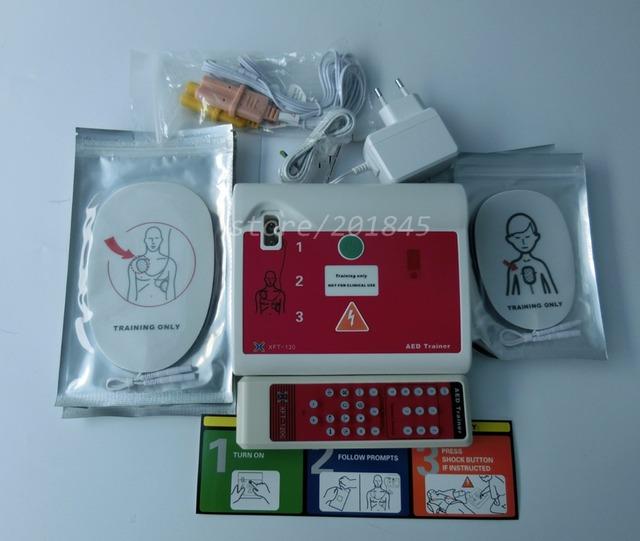 Desfibrilador Externo AED La Capacitación Especial Para La Reanimación Cardiopulmonar En Inglés y Sueco