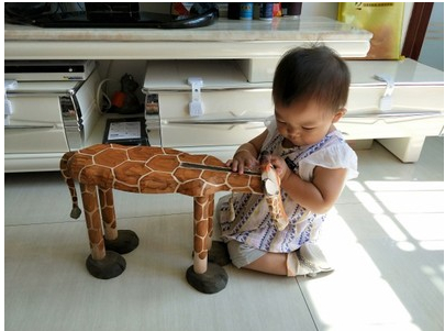 Hand-Carved Solid Wood Giraffe Shoes Stool Ornaments Seat Animal Shaped Wooden Chair for Baby Kids 1-4 Years Designer Furniture