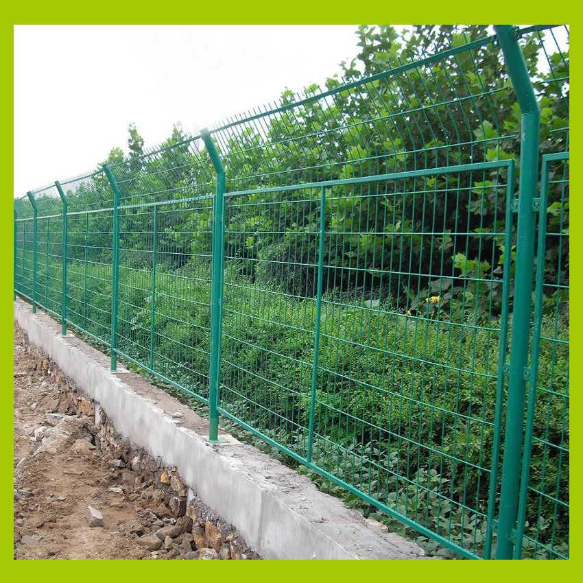 Wire Mesh Fence Panels peach wire mesh fence panel light green + yellow peach post, used