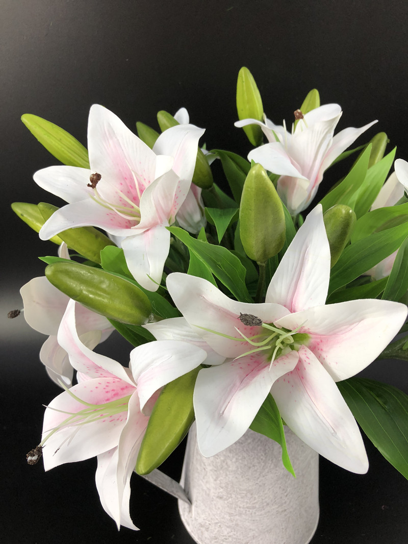 Indigo Wholesale 300pcs Mini Lily Decorative Plastic Lily Wedding