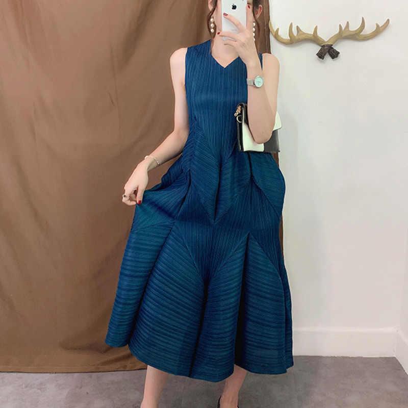 30458da157347 LANMREM 2019 Summer New Casual Fashion Women Loose Plus Solid Color  Sleeveless Pleated Lantern Dress TC089