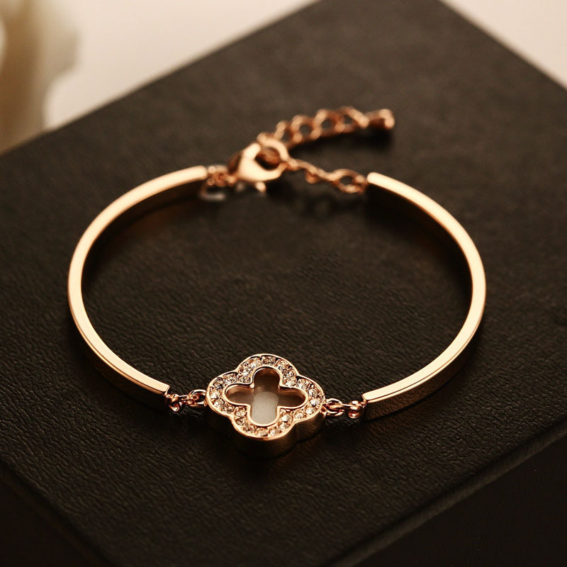 Fashion beautiful white A clover female bracelet Happy dream ...