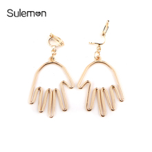 Metal Hand Earrings No Hole Ear Clip Line Shape Human Hand Clip Earring Without Piercing Women Statement Earrings Jewelry CE88