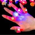Оптовая Цена 50 Шт. За Лот Birthday Party Сувениры Различной Конструкции Светодиодные Светящиеся детские Кольца Палец Огни Игрушки