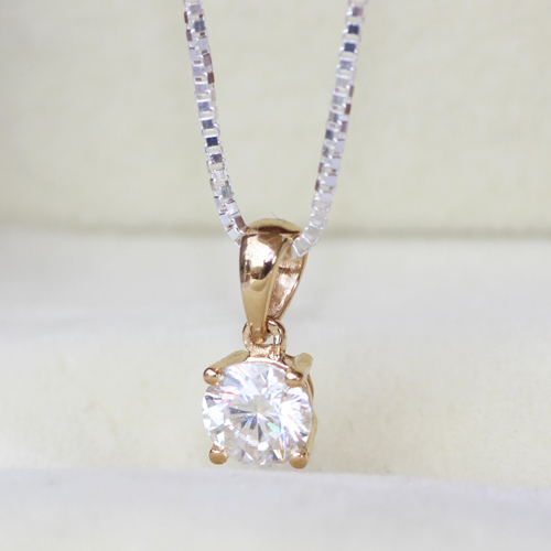Queen Brilliance Solid 18K 750 Yellow/White Gold  0.5 Ct Close  To G-H Color Moissanite Diamond Pendant Necklace Fine Jewelry