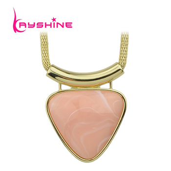 Kayshine New Arrival Short Gold Chain with Pink Acrylic Triangle Pendant Necklace for Women Fashion Jewelry