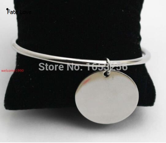 2672be8c0d09 Fate Love nuevo estilo liso brazalete de acero inoxidable plata redonda  medallas pulsera de dijes para mujer dama joyería de moda 4mm 2
