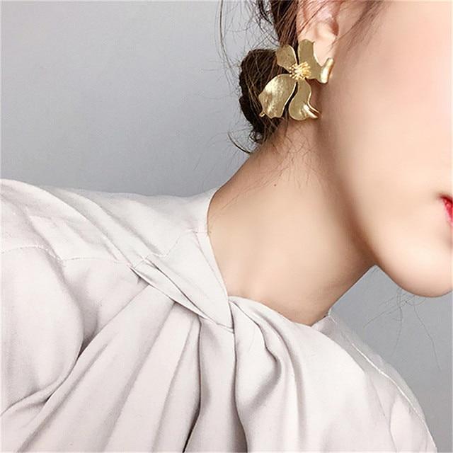 New Vintage Gold Color Metal Flower Earrings 2