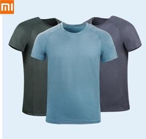 Image 1 - Мужская быстросохнущая рубашка Xiaomi, влагопоглощающие дышащие Светоотражающие быстросохнущие Топы с коротким рукавом для бега и фитнеса