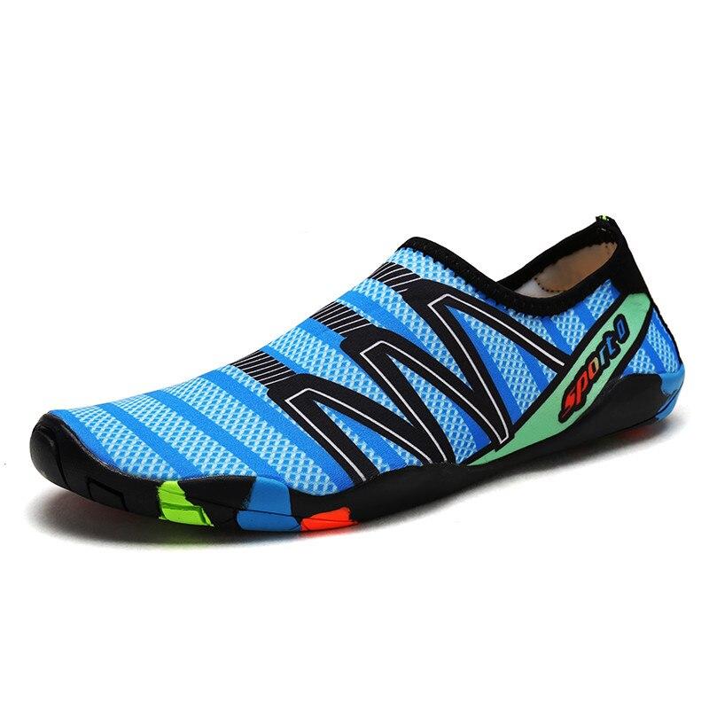 Hommes Femme Plage D'été En Plein Air Chaussures De Bain Pantoufle Sur Surf Aqua Chaussures Peau Chaussette Rayée Chaussures Lighweight couples mer chaussures
