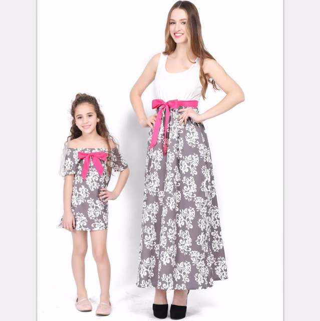 Matching Family Clothing New Mother Daughter Dress Sleeveless Bow Fllower  Printed Girl Dresses Pretty Off Shoulder Kids Dress bb755e551f