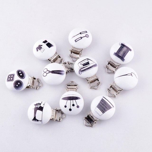 5 PCs bébé tétine Clips mixte coudre outils motif blanc bois métal titulaires  mignon nourrisson sucette 4daf4859506