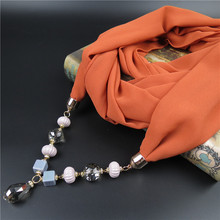 2017 Primavera nuevas Mujeres de la llegada Patrón Impreso collar hecho a mano granos de la resina Colgante Bufanda de la Bufanda de Seda Pequeña Gargantilla Collar Bufanda