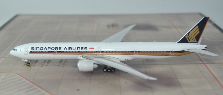 New products Fine Phoenix 1: 400 11306 Singapore Airlines  B777-300ER 9V-SWB Collection model