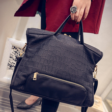 In the autumn of 2017 new female Euramerican tide fashion personality crocodile embossed ladies handbag shoulder bag for leisure