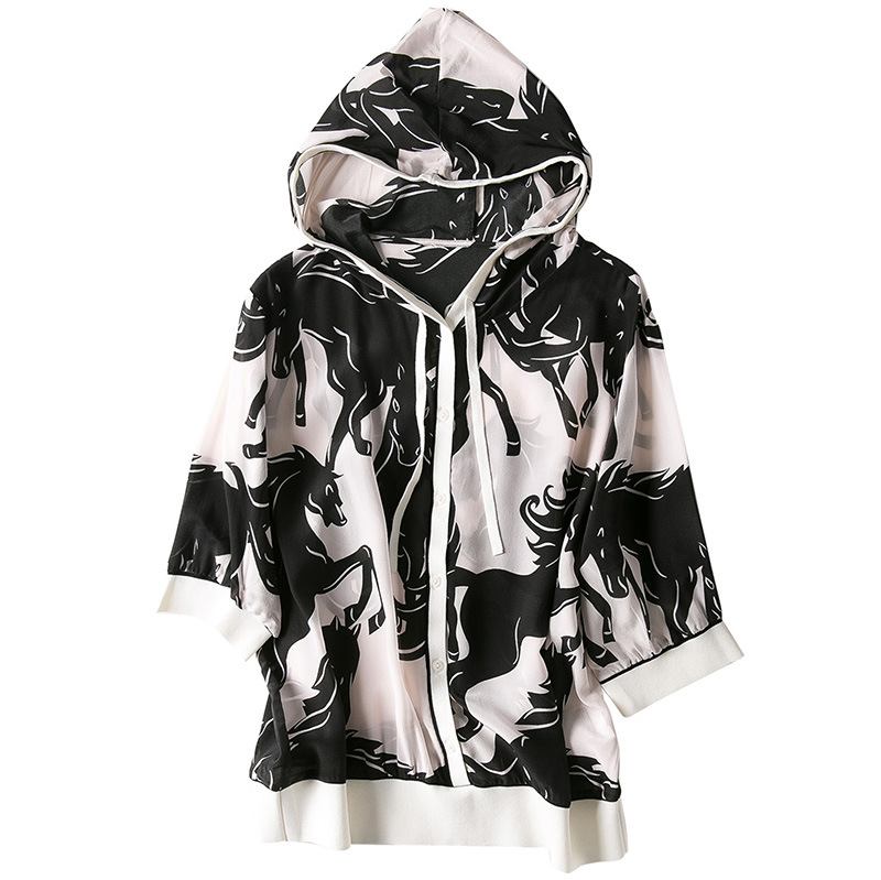 The spring of 2019 the new women s graffiti printed silk hoodie is prevented bask in