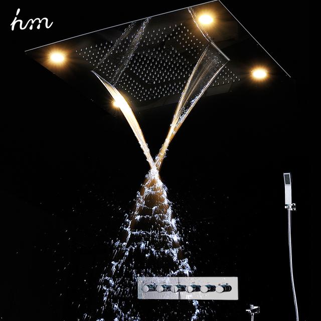Luxusní moderní sprchový systém s LED osvětlením a vestavěnými sprchovými bateriemi simulujicí vodopád a déšť