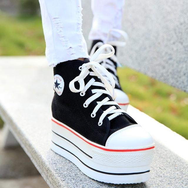 Novo 2017 Primavera Botas de Moda Ankle Boots Recortes das Mulheres Respirável Sapatos de Plataforma Para As Mulheres Lona Ocasional Preto Branco botas