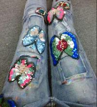 Личность Маркировки Отверстие Ноги И блестки вышивка лоскутное бабочка прилагается женский улица Джинсы D977