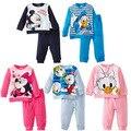 2014 Otoño Invierno de los Bebés Ropa Set Niños Pijamas Set Mickey Minnie Donald Pato de Color Caramelo Niñas Ropa de Los Cabritos Sets venta al por menor