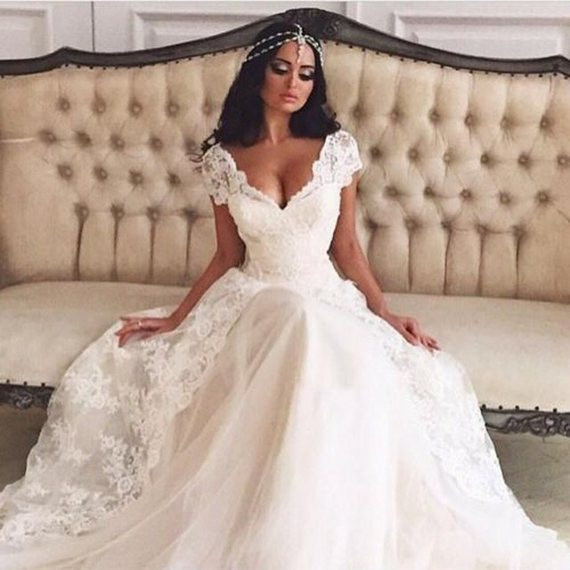 Wedding Dresses V Neck Cap Sleeve Lace Over Skirt Split Front Bridal Dress Vestido De