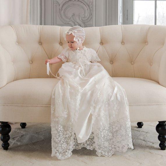 купить Ivory White 2 Pieces Infant Baby Girls Baptism Dress Lace Long First Birthday Dress Christening Gown & Bonnet по цене 6847.35 рублей