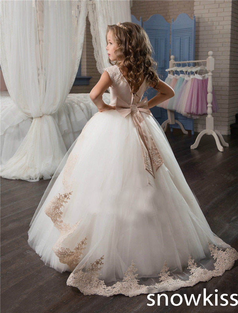 White Pretty Mother Daughter Wedding Dresses With Beaded Liques Bow Flower Holy Communion Dress Princess Ball Gown In From