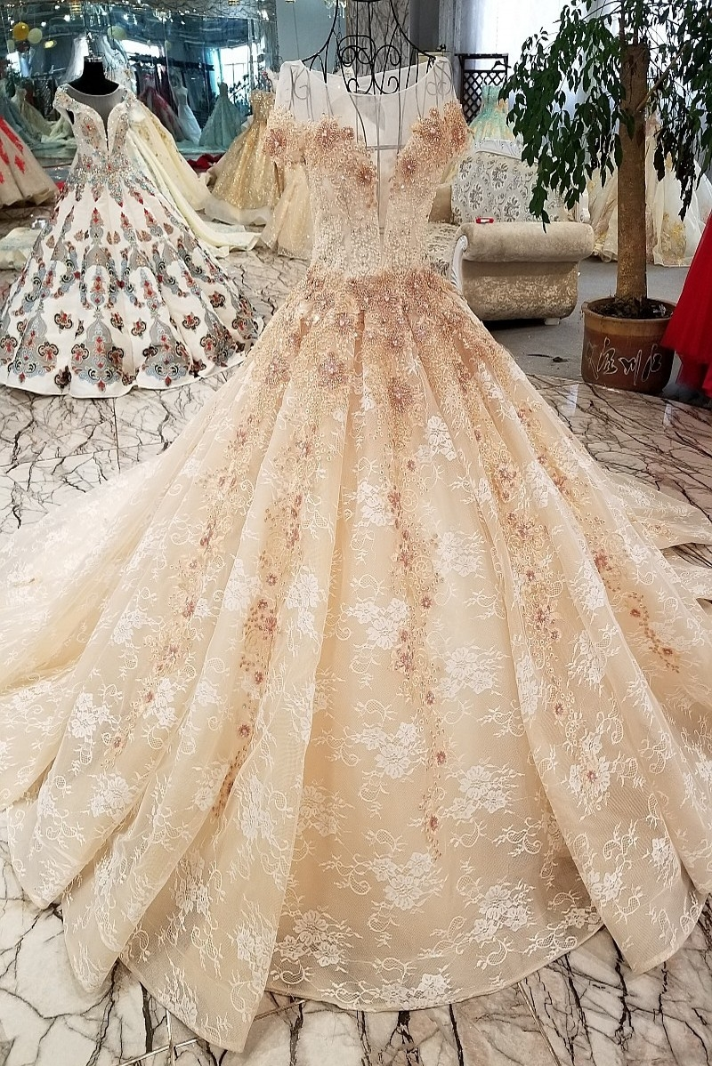 2018 New Pattern Bride Thin Luxurious Long Elegance With Beads Pearls Sleeves Long Train Beautiful Wedding Full Dress Favourite