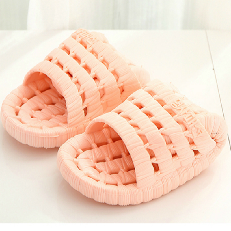 2017 Bathroom slippers men and women summer couple home indoor anti-skid hollow leak water bath plastic floor cooler slippers 2017 bathroom slippers female summer home home indoor anti slip leaky bath plastic couple cool slippers male autumn summer