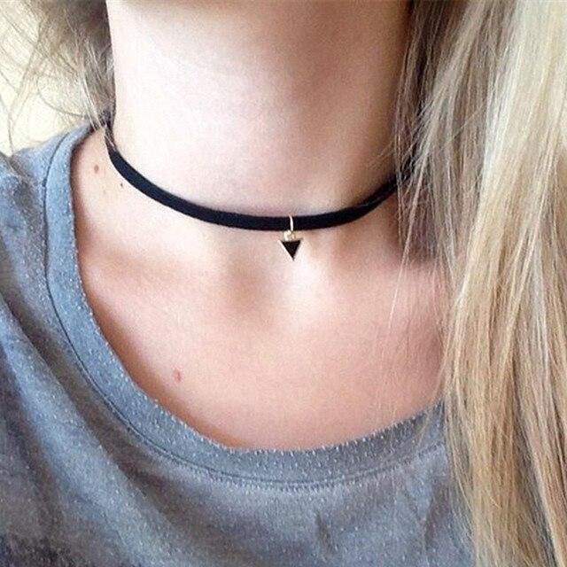 c6f55bdb3292 20 unids lote negro terciopelo Suede gargantilla collar gótico retro triángulo  Collares colgante para las