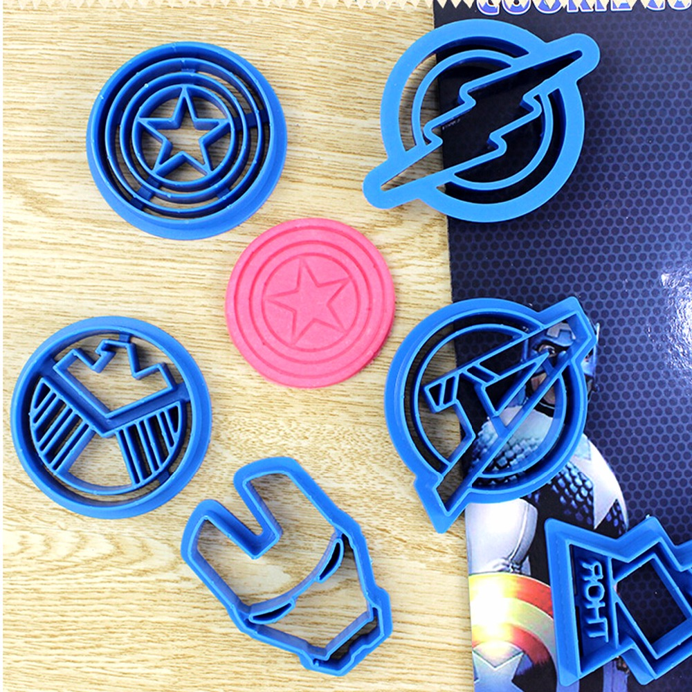 Captain America Kuchen Us 8 04 40 Off Set Von 6 Stück Die Avengers Captain America Waffe Form Cookie Form Fondant Kuchen Keks Teig Gebäck Marzipan Cookie Cutter In Set