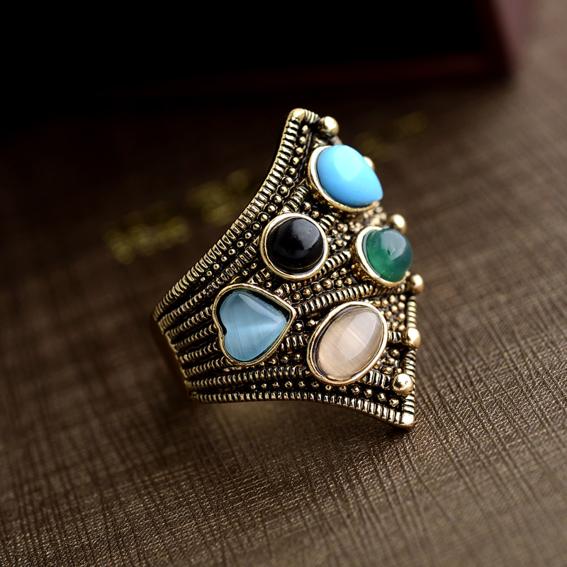 2017 New Unique Vintage Wedding Rings For Women Inlay Crystal Color Antique Gold Party Cocktail Ring Punk Jewelery