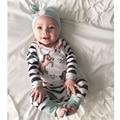 Nuevos Bebés De La Llegada Que Arropan el sistema Del Bebé Ropa de Los Muchachos Sombrero gris Con Nudo de La Mariposa + Caballo de Impresión Top + Pants 3 Unids conjunto