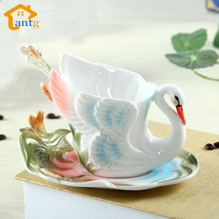 Swan Coffee Cup Barevný smaltovaný porcelán Hrnek s talířky a čajovou lžičkou sváru Dárkový kreativní dárek Doprava zdarma