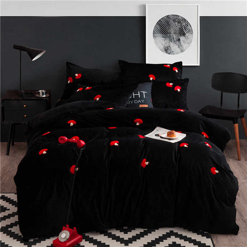 New winter Fleece fabric cover bed sheet duvet cover sets comforter Red mushroom embroidery bedding sets housse de couette 4pcs