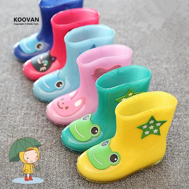 Koovan niños rainboots botas de lluvia 2017 nuevo rainning caliente muchachas de los muchachos de la historieta de goma de los niños babys shoes niño niños barcos