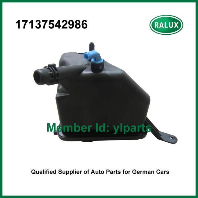 17137542986 tanque de expansão do radiador do carro para BM W recipiente refrigerante estouro autoengine sistema de resfriamento da peça do aftermarket atacado